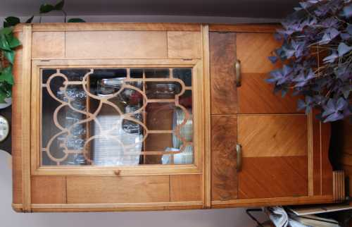 la r f rence en b nisterie restaurer un meuble plaqu bois. Black Bedroom Furniture Sets. Home Design Ideas