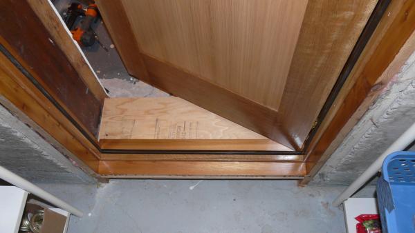 la r f rence en b nisterie cadre de porte r no sous sol 5 6. Black Bedroom Furniture Sets. Home Design Ideas