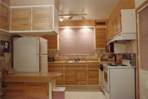 Armoire de cuisine en bois shaker for Moulure armoire cuisine